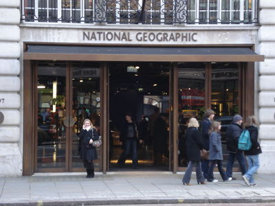 Nat_geo_store_front