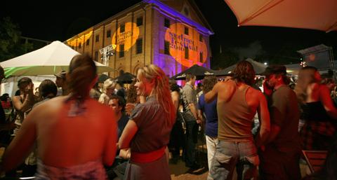 Becks_late_at_Sydney_Festival